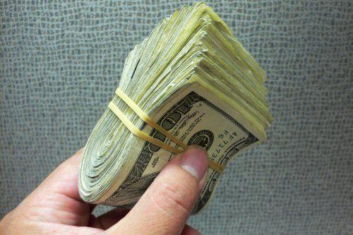 câți bani câștigă o persoană într- o viață