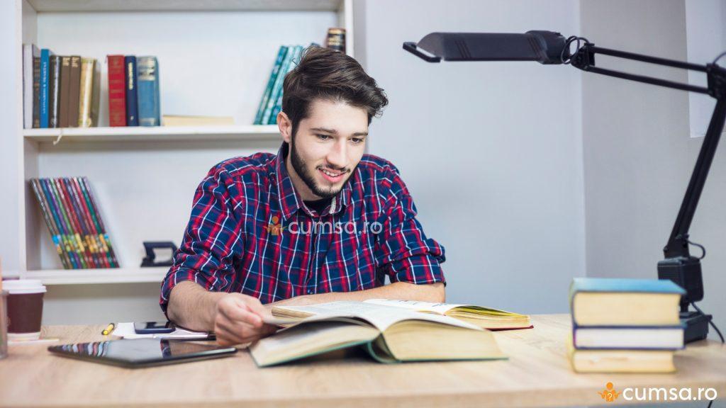 cum poate un student să câștige bani buni