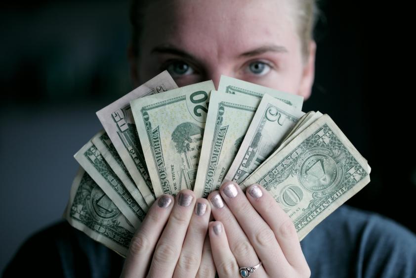 opțiuni binare cu investiții minime câștigând bani de pe un computer pe internet